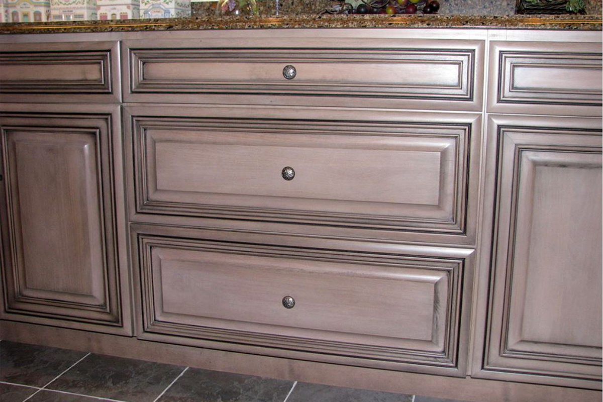 Swanton Kitchen Cabinets with Complimentary Colors