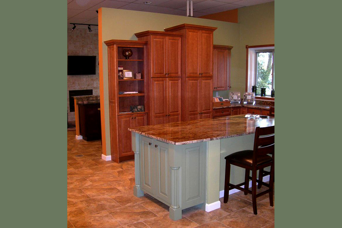Vermont Showroom Kitchen with Island End Cap